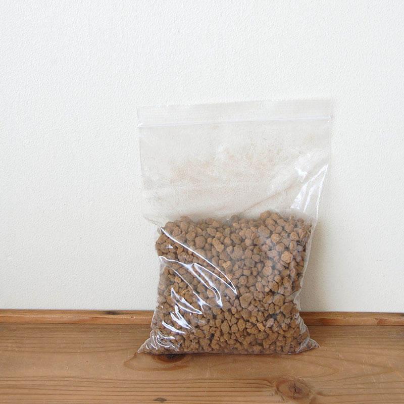 多肉植物用の鉢底土 赤玉土 中粒