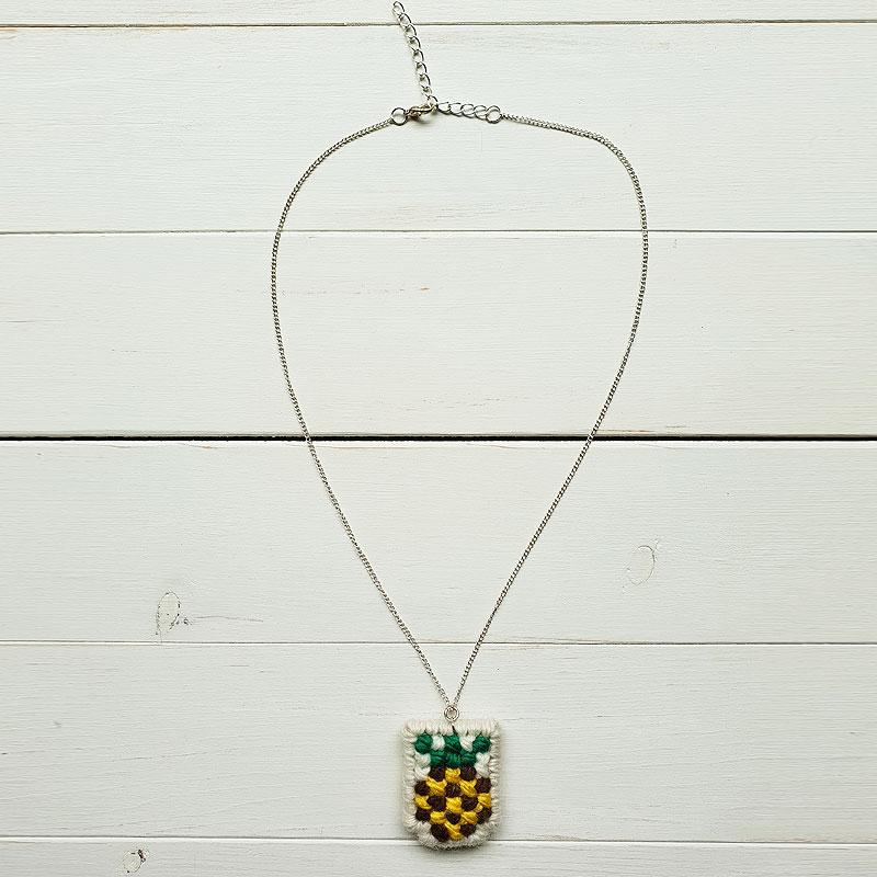 【MERCADINHO】パイナップルネックレスABACAXI ブラジル刺繍タペサリア