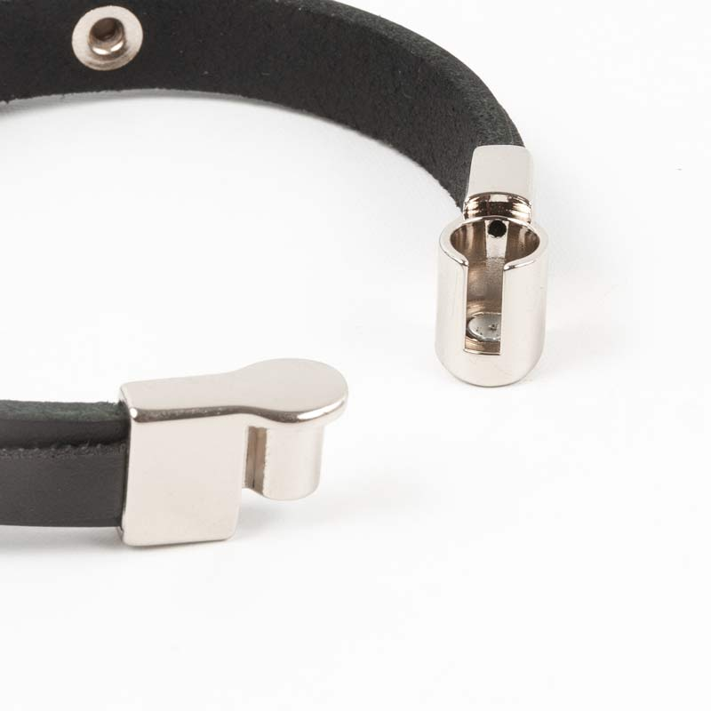 FORCAプレートデザイン ワンタッチ革紐ブレスレット ブラック