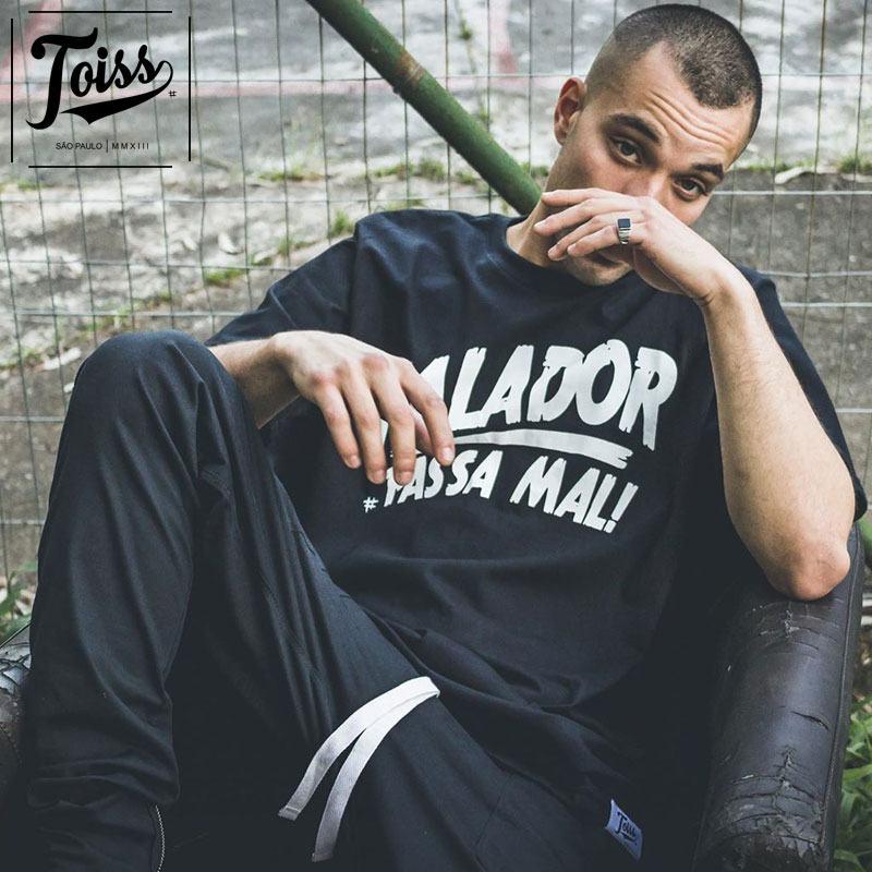 【TOISS】トイス スラングTシャツ FALADOR PASSA MAL  | ブラック