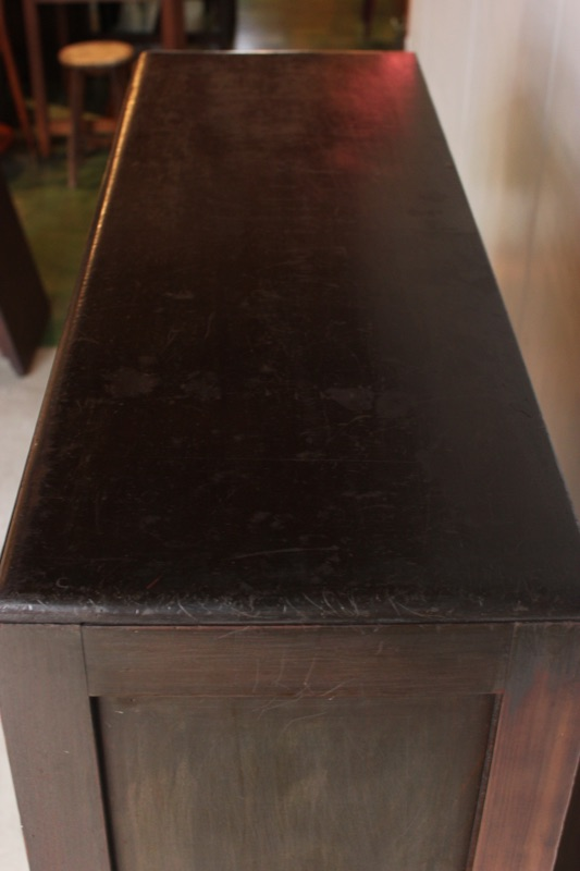 フラップ式ガラス戸棚