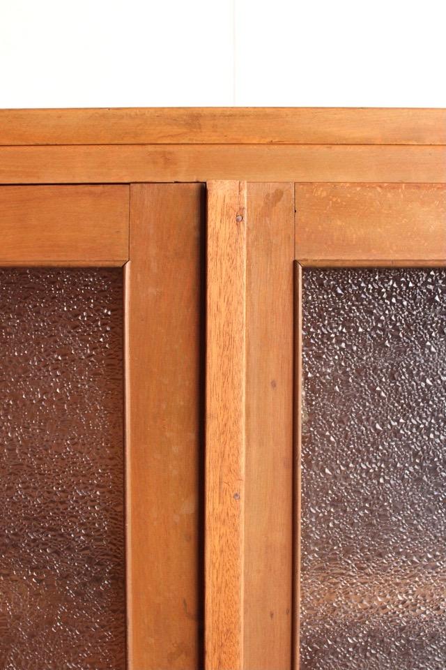 ダイヤガラスの戸棚