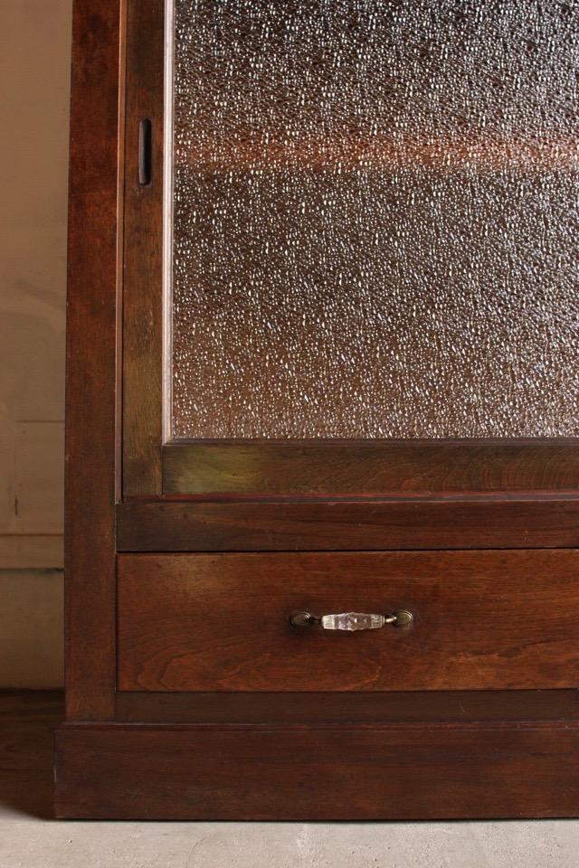 ダイヤガラスの水屋箪笥