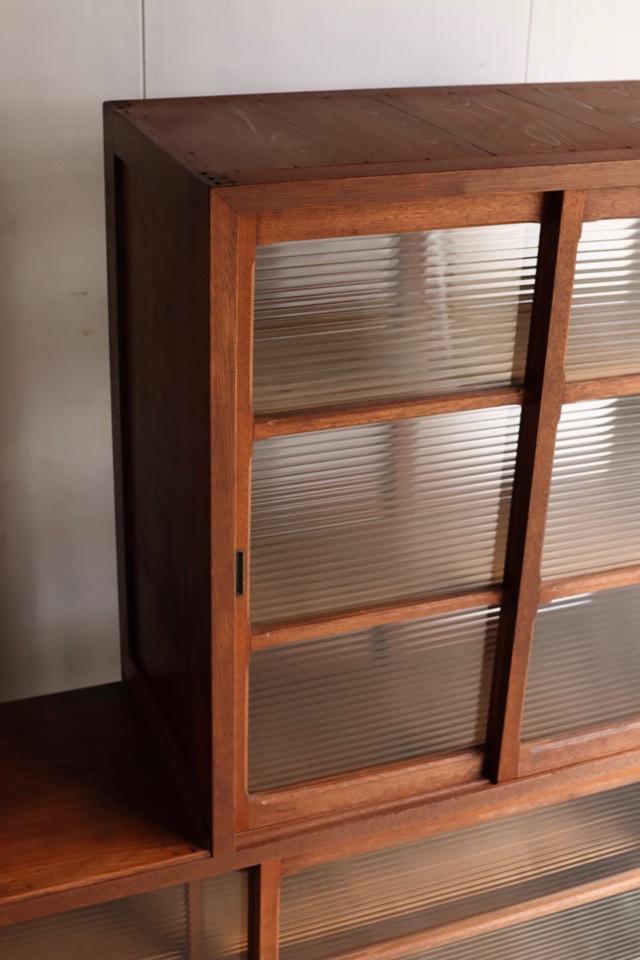 両面モールガラスの引戸棚