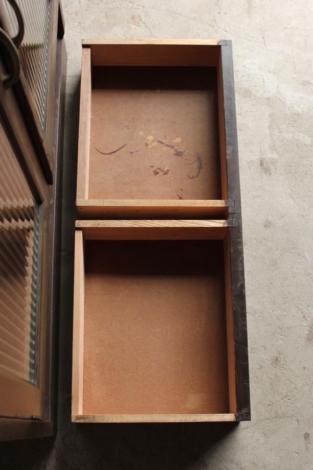 モールガラスの戸棚