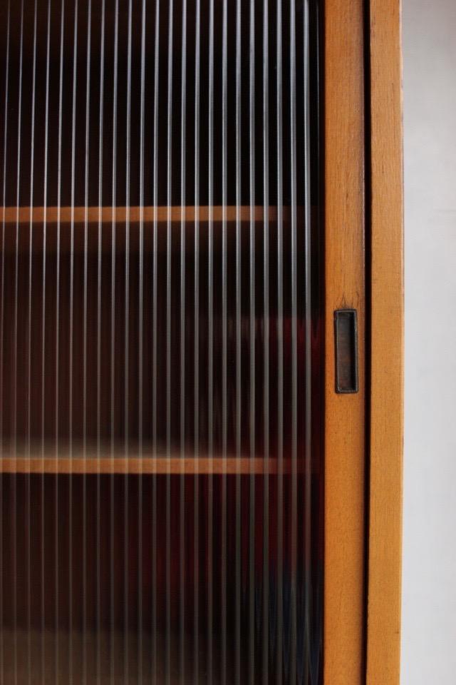 モールガラスの食器棚