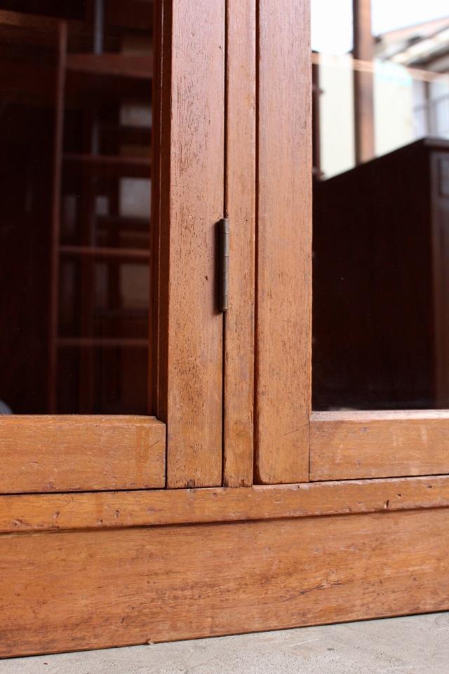 ガラス戸棚