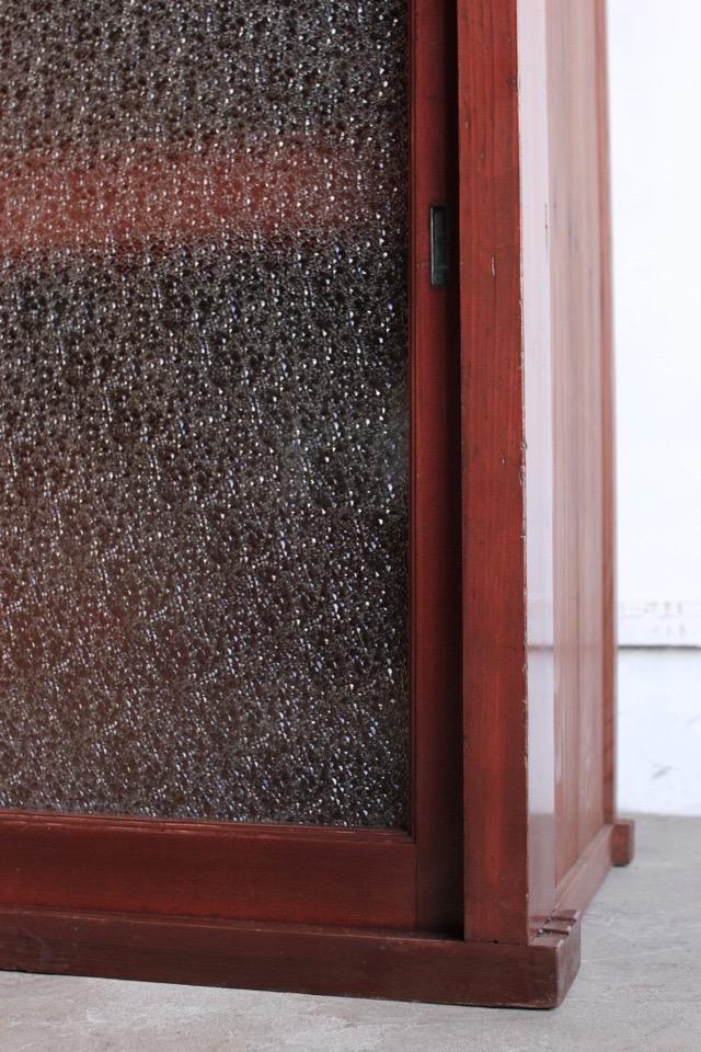ダイヤガラスの引戸棚