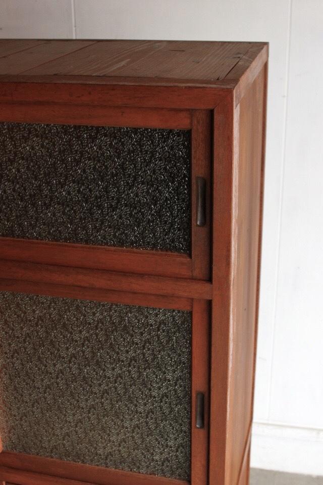 ダイヤガラスの食器棚