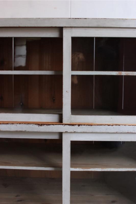 ガラス引戸棚
