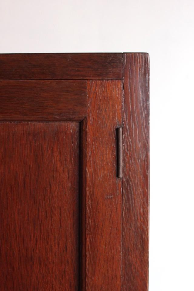 3段の戸棚