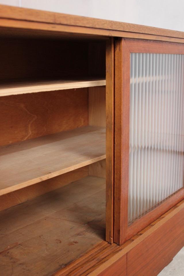 モールガラスの引戸棚
