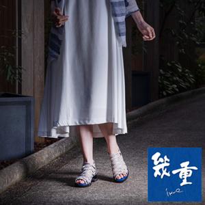 幾重【ikue】 4E ブーティーサンダル i8822