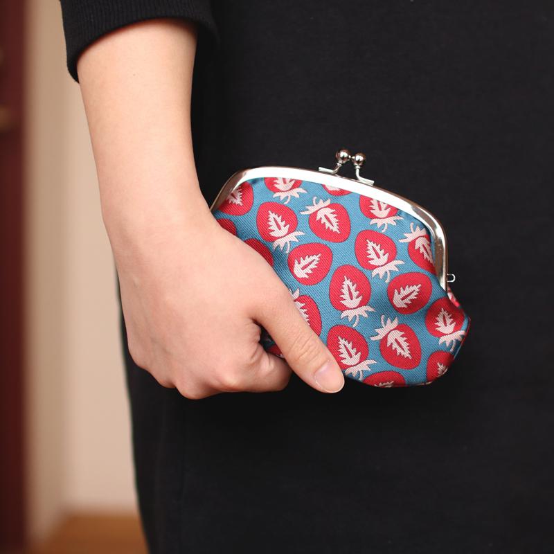がま口 財布 / フルーツパターン4.3仕切り付き イチゴ