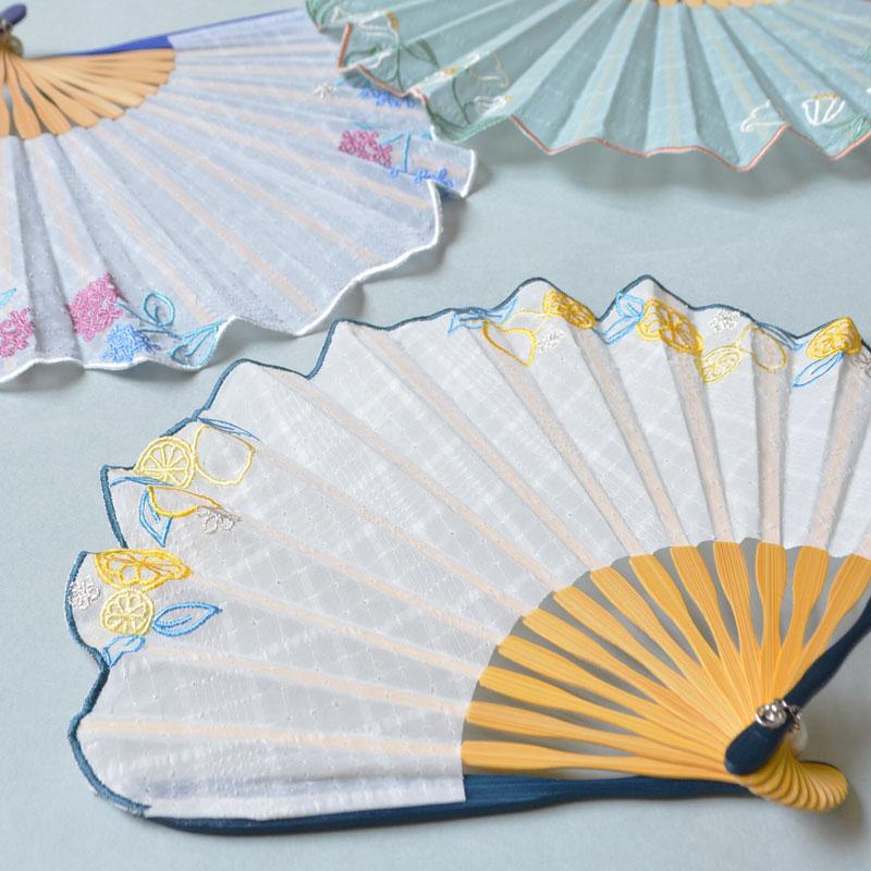 縁取り刺繍扇子 レモンホワイト [カランコロン京都]
