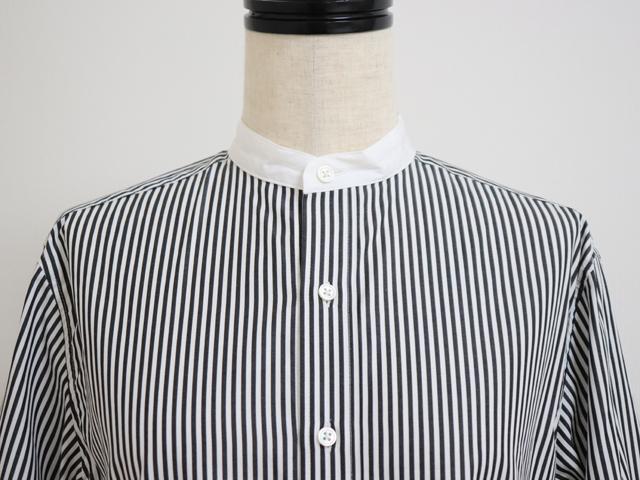 スタンプアンドダイアリー 柔らかでハリ感のあるスタンド&クレリックカラーの長袖ストライプシャツ