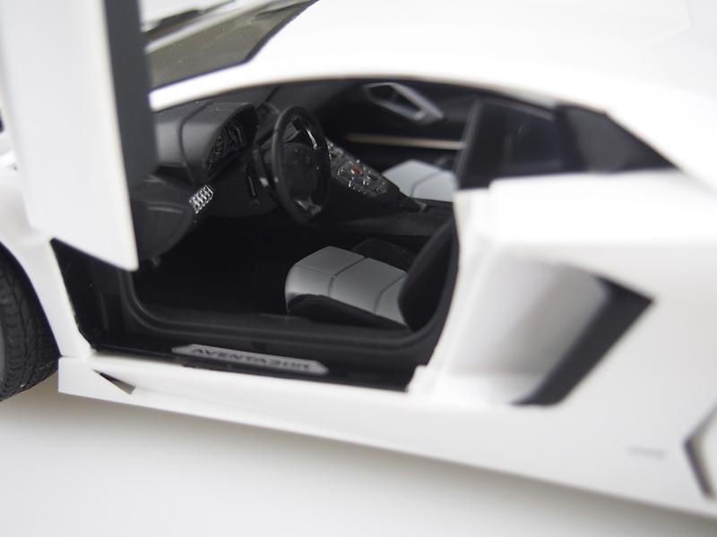 アオシマ プラモデル 1/24 プリペイントモデル No.43 ランボルギーニ アヴェンタドール LP700-4 ホワイトパール