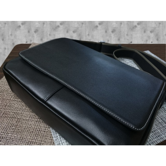 XIA-ROEE ショルダーバッグ 本革 横型 フタ付き