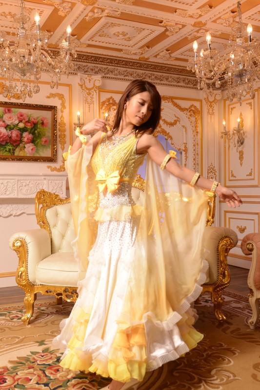 黄色のリボンが可愛らしいホワイト&サマーサンイエロー(白と黄色)コンビドレス