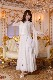 ブルーのポイント飾り付きシンプルデザイン・ホワイト(白)ドレス