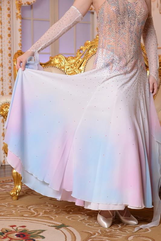 ストーンが美しいホワイト(白)&ピンク・ブルードレス