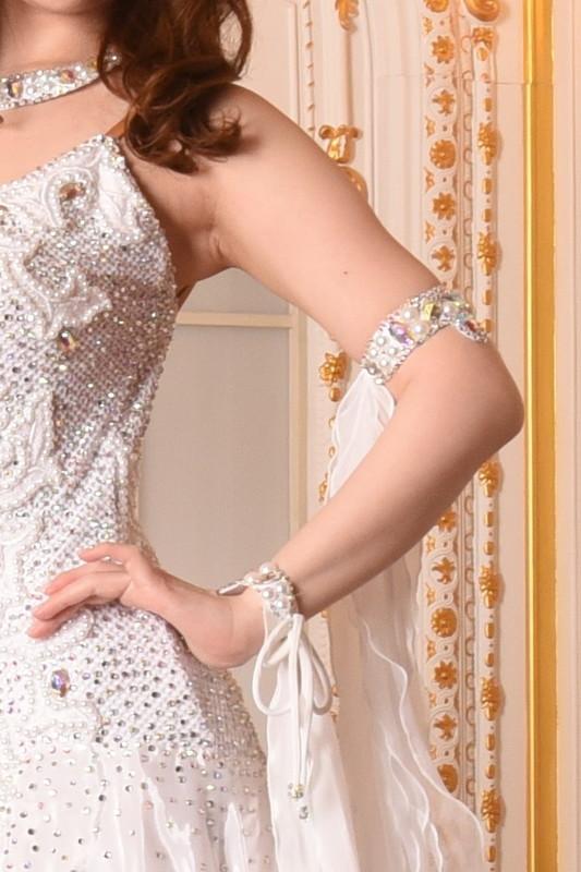 ホワイトパールでデコレートされたエレガントなプリンセスドレス(白・ホワイト)