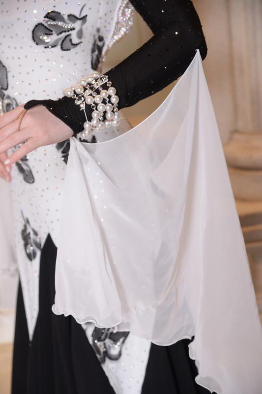 ブラックローズ(白と黒》のイブニンググローブドレス