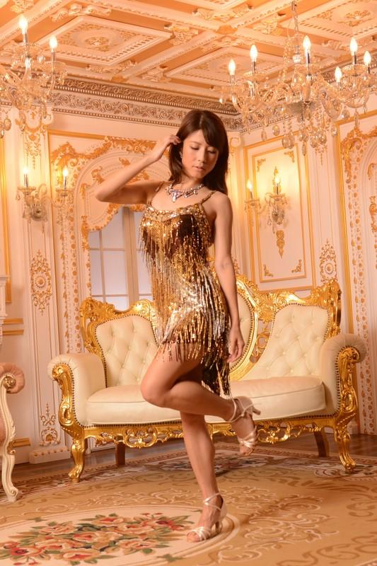 スパンコールとフリンジの豪華なゴールド《金色》ドレス