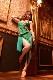 鮮やかな石が光るフリンジグリーン(緑)ドレス