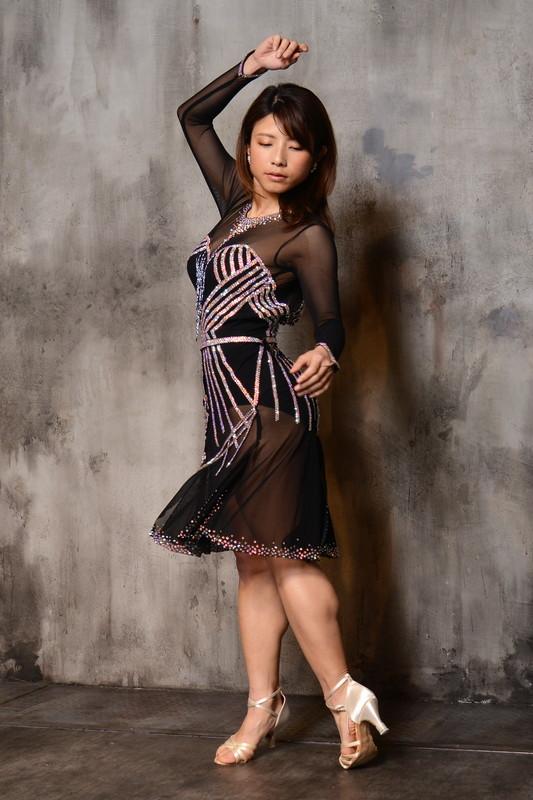 今季トレンドのアールデコノアール(黒)ドレス