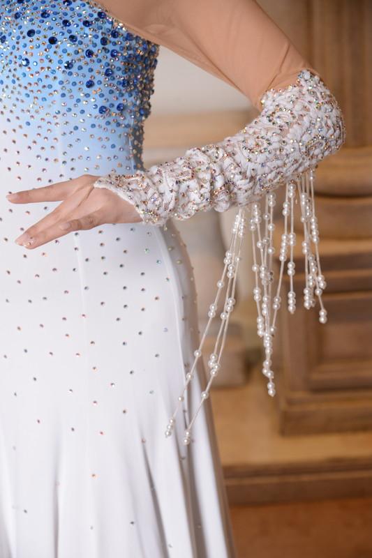 ブルーグラデーションのキュートなパールホワイト(白と青》ドレス