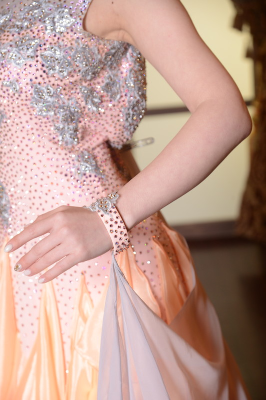 シルバービジューのシャンパンオレンジドレス
