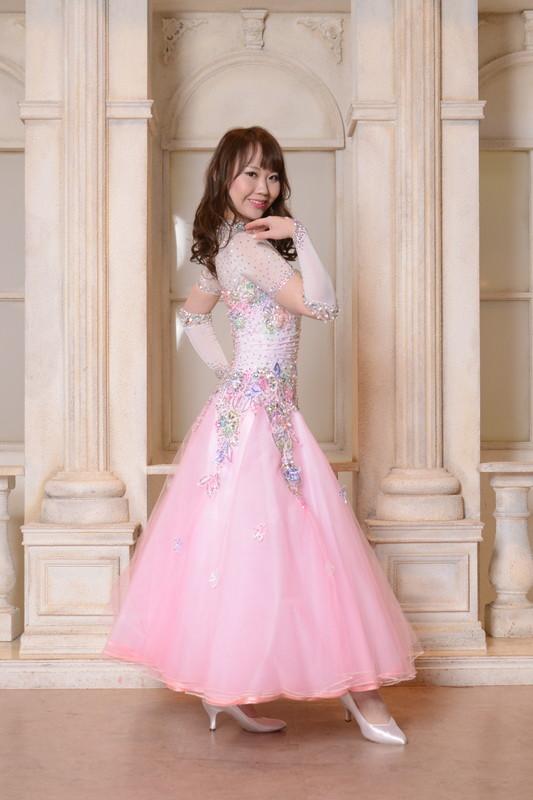 キュートなピンクチュールプリンセスドレス
