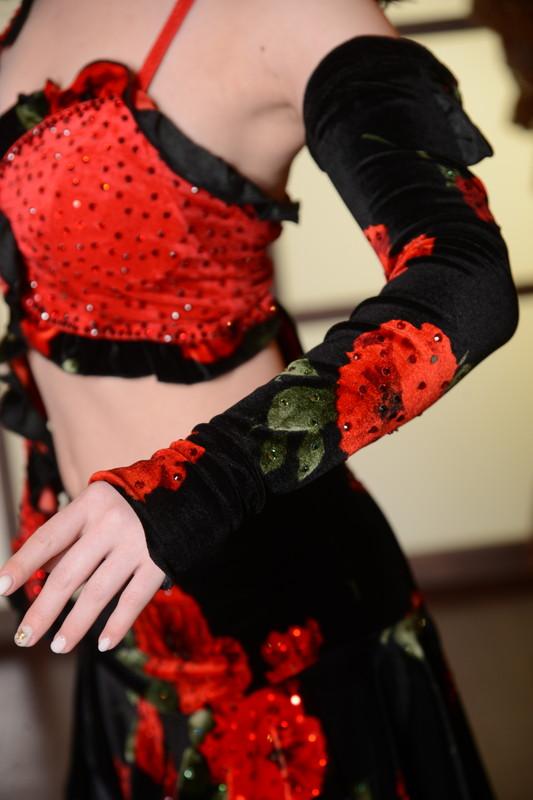 ウエストを細く魅せるセパレーツ&レッドブラック(赤と黒)ドレス