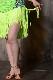 ボディクロスするアップルグリーン(黄緑)フリンジドレス