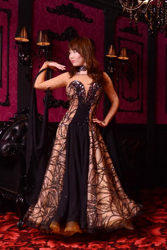 スタイルが抜群に良く見えるブラック(黒)スケルトン