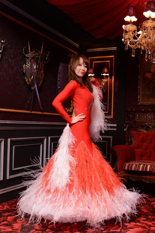 ホワイトオーストリッチ縦羽レッド(やや黄を帯びた赤色)ドレス