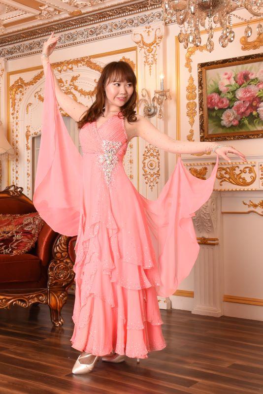 踊ると美しいイブニングドレス風デザイン、サーモンピンクドレス(オレンジ)