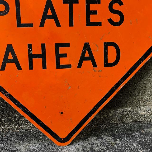 ROAD SIGN [STEEL PLATE AHEAD]