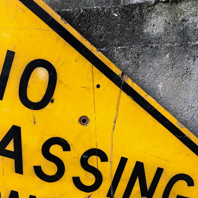 ROAD SIGN [NO PASSING ZONE]