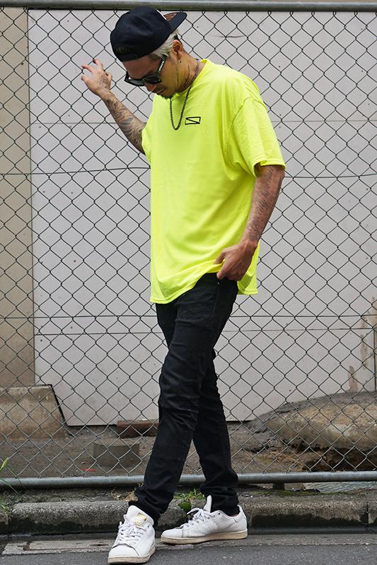 【予約商品】ネオンカラーレクタングルロゴTシャツ  [STRAITE]