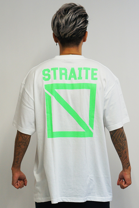 【先行予約】限定ネオンフロントネームスクエアロゴTシャツ [STRAITE]