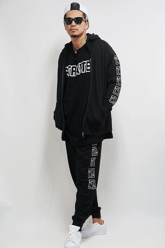 【予約商品】アウトラインフロントネームスクエアロゴTシャツ [STRAITE]