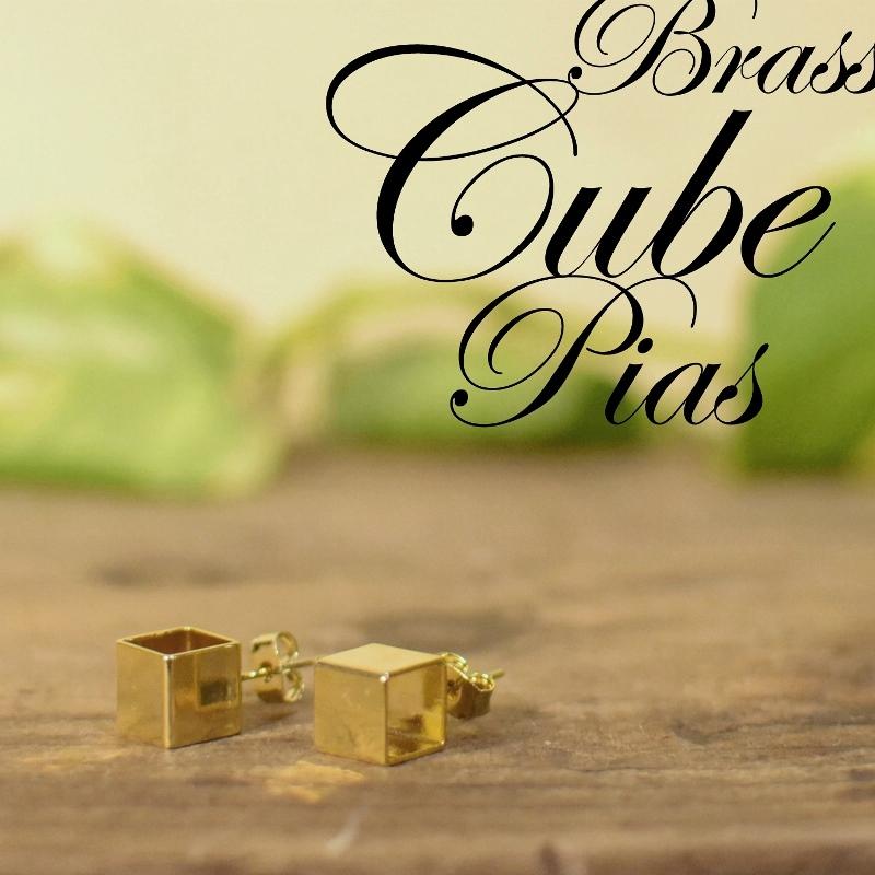 真鍮 キューブ 立方体 ピアス ゴールド ブロック ペア 可愛い 高級感 お洒落 プレゼント ギフト