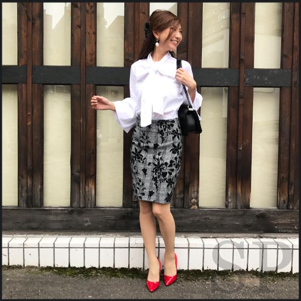 【即納可】フロッキーフラワータイトスカート