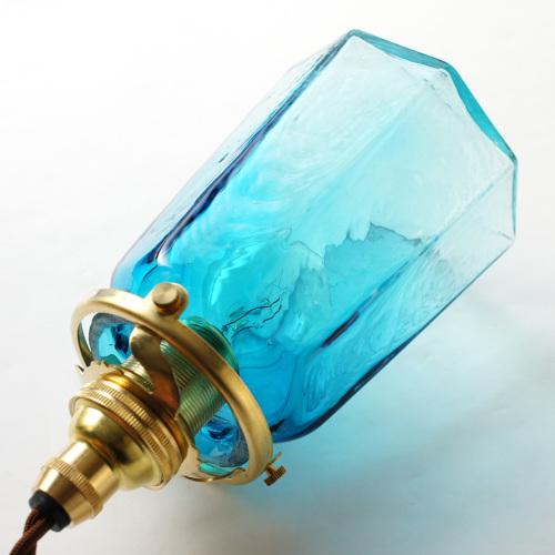 安土草多|ペンダントライト [E17] 八角錐台瓶 青透き被せ
