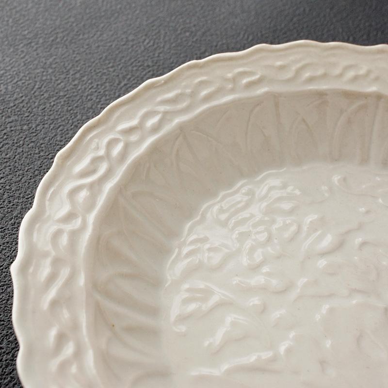 豊増一雄|白瓷湖石図五寸皿