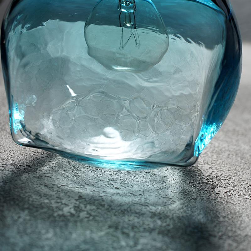 安土草多|ペンダントライト [E17] 角球 青透き被せ