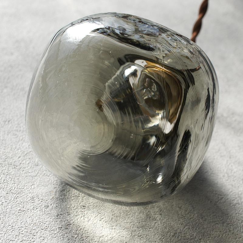 安土草多|ペンダントライト [E17] 角球 黒透き被せ