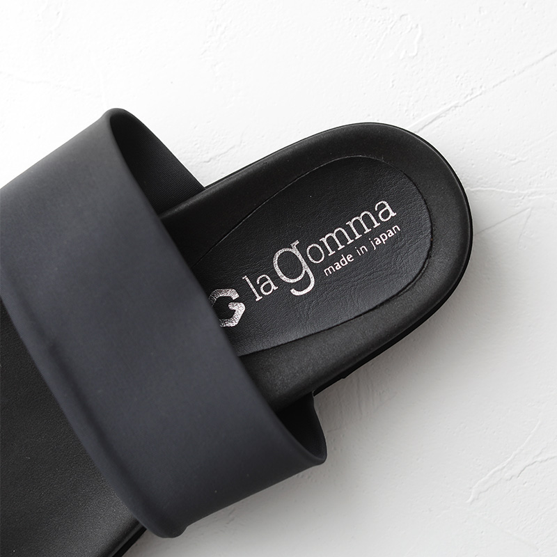la gomma トングサンダル サテンストレッチ dark gray